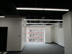 募集中のスケルトンの空間に事務所仕様の内装を施しました